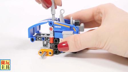 蓝色的小汽车玩具,积木汽车很精致