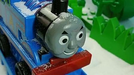 少儿益智亲子玩具:托马斯的小火车,你们想坐吗?