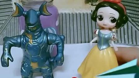 少儿益智亲子玩具:王子为白雪着想,你们羡慕吗?