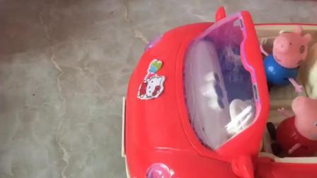 少儿益智亲子玩具:佩奇和乔治开车出去玩, 走半路怎么不走了呢