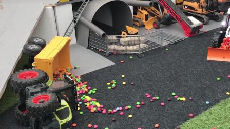 拉着巧克力豆的拖拉机摔倒,吊车工程车来救援!