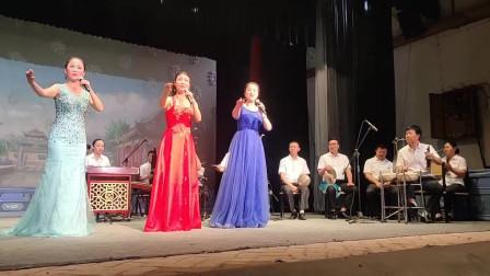 秦腔传统剧目大联唱,不仅唱的好,乐队板胡拉的也很棒!