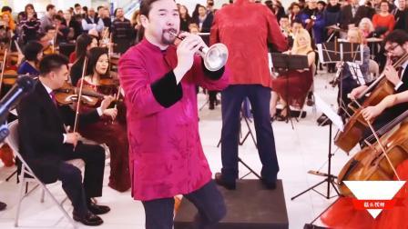 用中国乐器在国外商场演奏《百鸟朝凤》,吸引万人围观!
