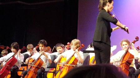 美国小孩拉大提琴