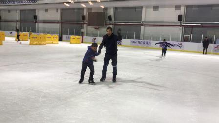 【7岁半】11-7哈哈跟爸爸牵手滑冰真冰IMG_9271