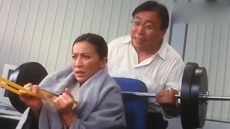 女警官椅子下有炸弹:一起身就会爆炸!小胖子:我来救你了!