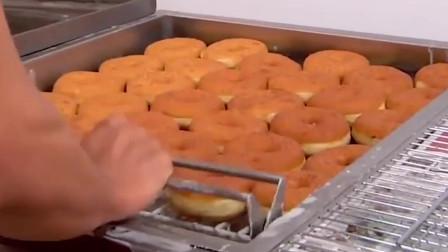 美味的甜甜圈是这样做出来的!看的一本满足