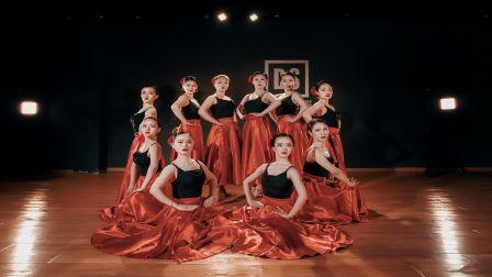 美丽的女人是带刺玫瑰,西班牙风格拉丁舞斗牛《spanish,bullfighter》【单色舞蹈】