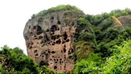 这个山头,林彪三年都没攻下,这个师政委攻下了,后来拍成了电影