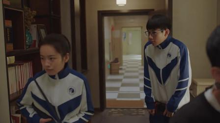 小欢喜:季杨杨家里进贼,英子拿雨伞的一个举动,林磊儿尴尬了