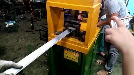 客户现场验货调试角铁切断机器效果1
