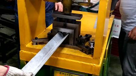 客户现场试角铁冲断机器模具二