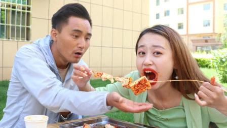吃臭豆腐游戏,10分钟吃完6串奖励现金,没想来了个大胃王美女