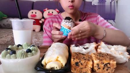 吃货小姐姐,直播吃小蛋糕,大口吃的太有食欲了,吃的真过瘾!