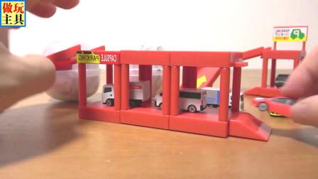 完美的停车场和厢式货车玩具