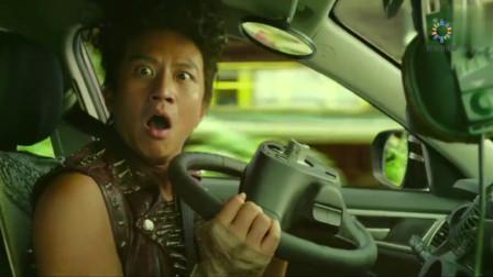 恶棍天使:邓超开车就是霸气,把方向盘都给整没了,这段要笑喷了
