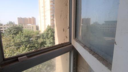 自驾游来到新疆叶城,看看78元的宾馆啥样,窗户玻璃上一层土