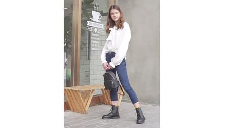 产品展示 简约雅致,轻巧出街,美旅时尚休闲双肩包(简一)