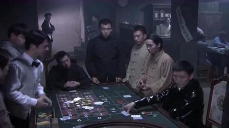 燕双鹰在赌场玩牌,被两个杀手盯上,不料燕双鹰早已有准备