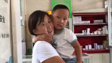 农村3岁宝宝发烧去诊所打针,全程不哭太坚强,妈妈却心疼坏了!