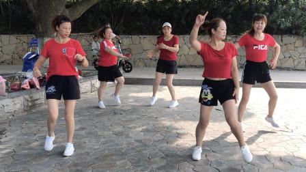 4个美女在水泥地上鬼步舞,每天跳10分钟,越跳身材越好!
