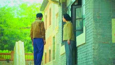 小草青青:秋来拿着礼品登门拜访,被小莉妈嫌弃是农村人,尴尬了
