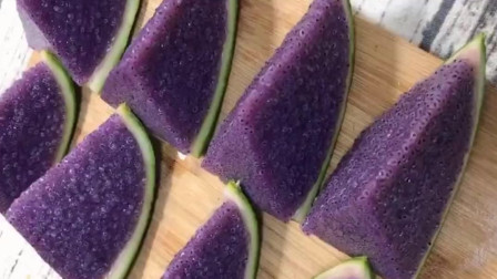 西瓜这样吃一点都不浪费,看着就很诱人,吃一口超满足!