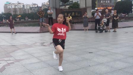 7岁小女孩跳鬼步舞,广场鬼步舞原来这么好看,太过瘾了!
