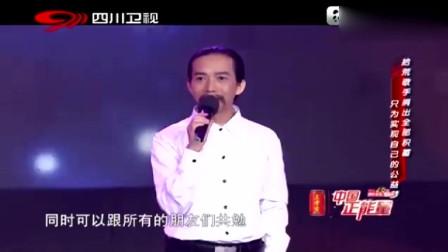 流浪汉大叔献歌《朋友别哭》,声音很柔软,太打动人心了
