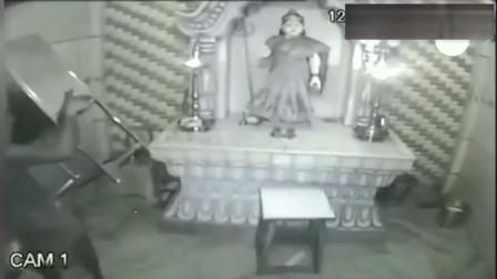 监控拍下灵异事件, 庙里神像的挂件怎么没了
