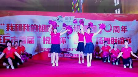 庆国庆广场舞大赛《山河美》变队形花球舞 舞出正能量