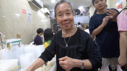 广州人气最旺的桂珍阿婆牛杂,一出摊就卖掉了三大锅,现场人挤人