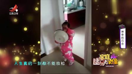 家庭幽默录像:女孩嫌盆太重想放下,男子怕摔坏一说话:天呐,你的嘴怕是开过光