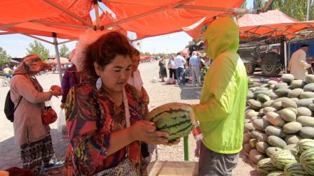 临沂小伙来到新疆,在喀什牛羊巴扎,看看4毛钱1斤的西瓜,值不值