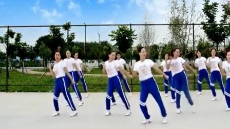 美女们齐跳鬼步舞《多年以后》 这壮观的场面别提有多美了!