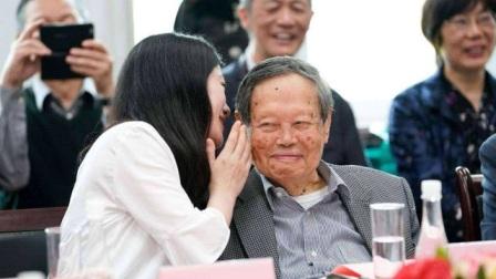 97岁杨振宁总算立下遗嘱,看到对翁帆的安排,网友:嫁对了!