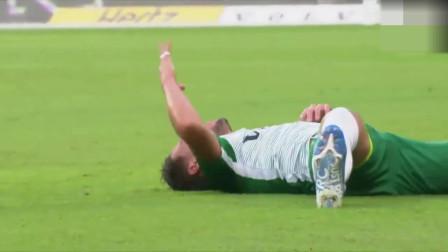高危运动!以色列联赛球员争高空球下落头先着地 差点把脖子扭断