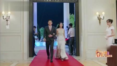 美女穿蓝裙就够惊艳了,结果总裁带来一位红裙女友,瞬间碾压全场
