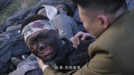 国军特工当着日军的面故意给了俘虏一枪,骗过敌人转身就去救伤兵!