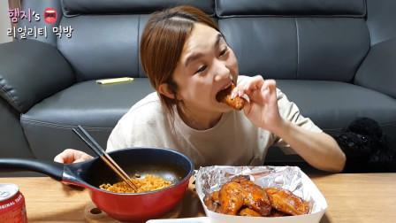 冷酷姐的普通晚餐:一盆拌面 + 3个大鸡腿 + 一大碗米饭,简直有3个胃