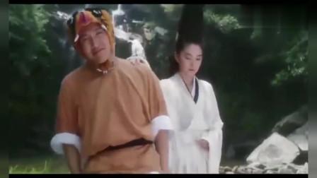 韦小宝帮受伤的龙儿回家,也不忘调侃她