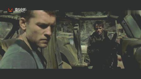 终结者:男子正在修车,突然感觉不对劲,连忙开车逃跑
