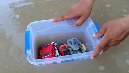 儿童玩具车水中清洗表演