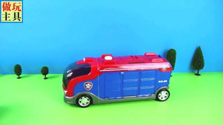 给我们惊喜的小狗崽玩具,清洁车和工程车