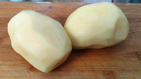 川菜师傅教你土豆懒人做法,不用下锅炒,简单一做,下饭特解馋