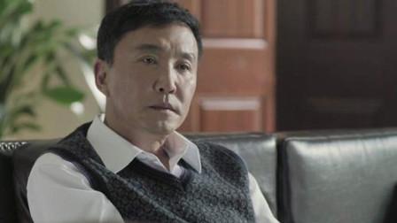 57岁著名老戏骨吴刚,聚餐期间随地扔烟头惹争议,网友:素质呢?