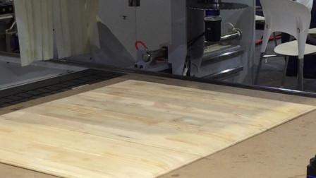 木工机械展上看到的智能化木工机械, 主轴还可以自由转动