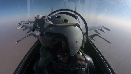 """歼-11B多机出动!实拍空军航空兵部队""""最美群鹰"""""""