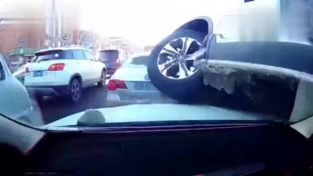 本田汽车骑上视频车,还踩车油门,这难道是女司机?