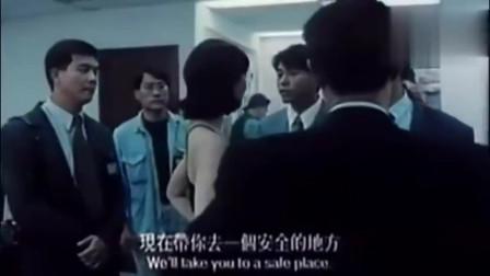 电影《危险任务》精彩片段,大男人要帮女证人购买女性用品